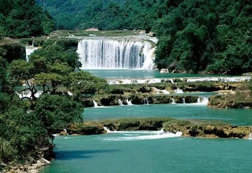 贵州乡下河流风景图