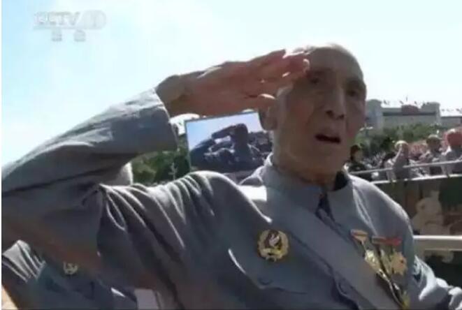 标准敬军礼�_那个敬标准军礼的老兵去世了