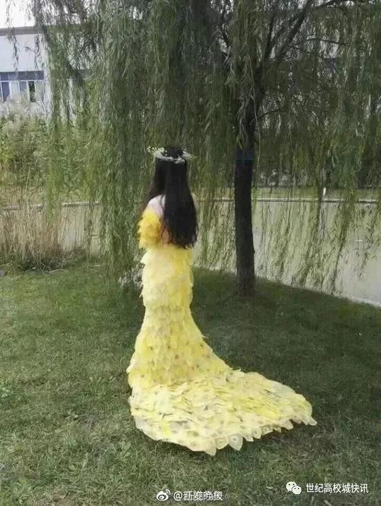 大学生用6000片树叶做晚礼服